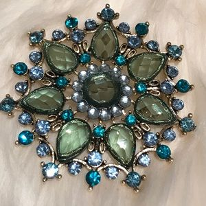 Jewelry - Vintage brooch